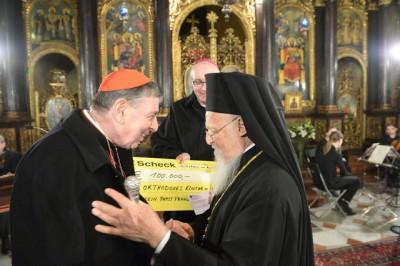 Spendenscheck_des_Papstes-20180227_0624.JPG