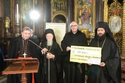 Spendenscheck_des_Papstes-20180227_0645.JPG